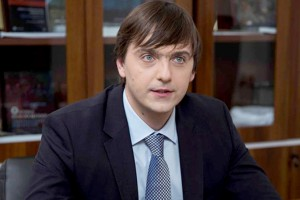Премьер-министр РФ Дмитрий Медведев переназначил Сергея Кравцова руководителем Федеральной службы по надзору в сфере образования и науки